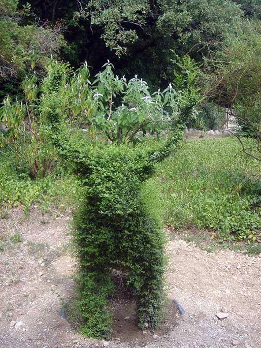 Зелёная фигура в виде оленя