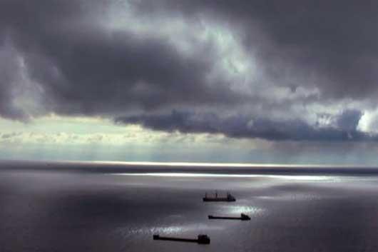 Сухогрузы в ночном море
