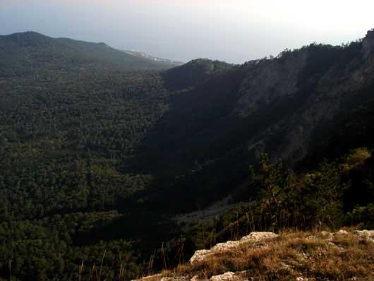 Красивый вид с плато Ай-Петри
