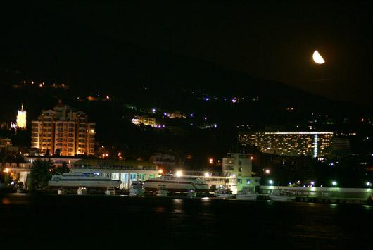 Ялтинский порт ночью