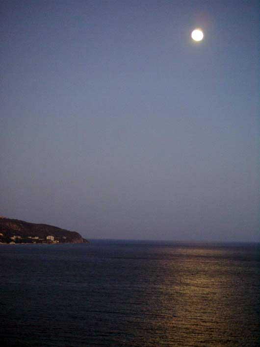 лунная дорожка в море