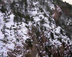 заснеженные скалы ай петри