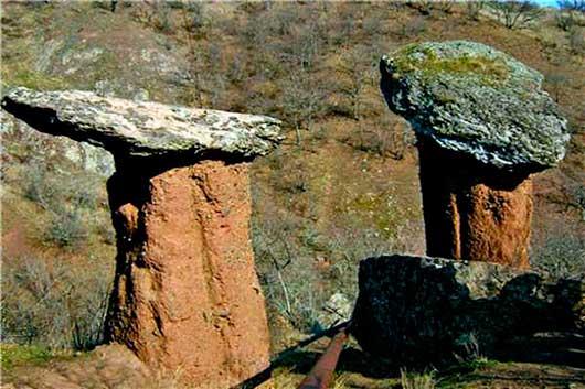 Долина приведений, каменные грибы