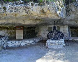 Алтарь в пещере