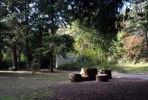 Место для отдыха в Массандровском парке