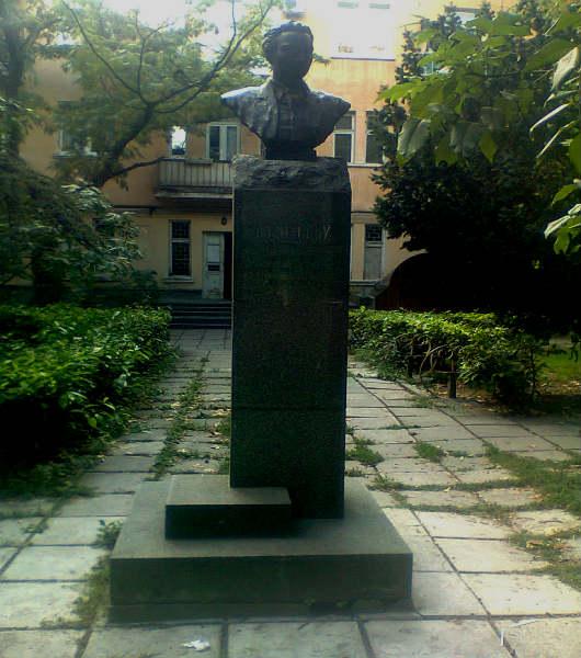 Памятник художнику Васильеву