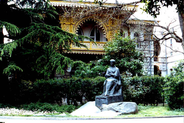 Памятник Леси Украинки