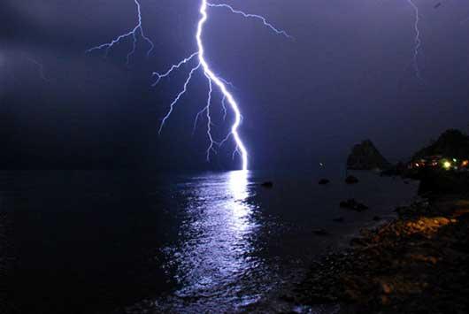 молния над Ялтой