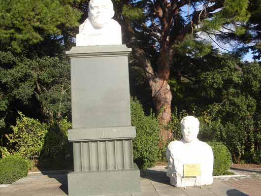 Памятник Ленину и Молотову в НБС