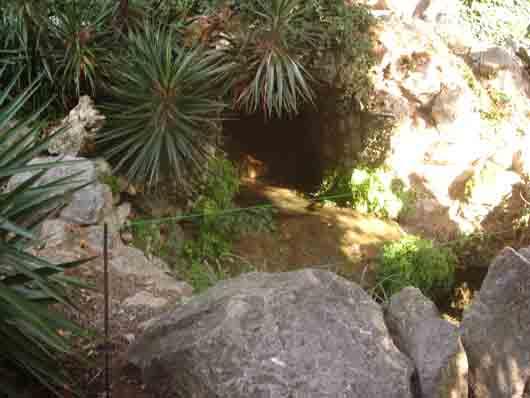 пещера небольшая