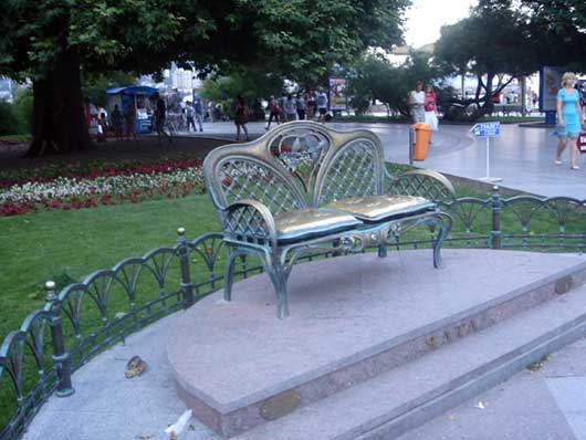 скамейка влюблённых