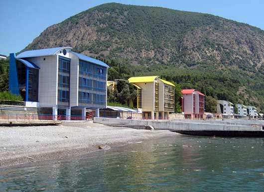 Артек - корпуса на берегу моря