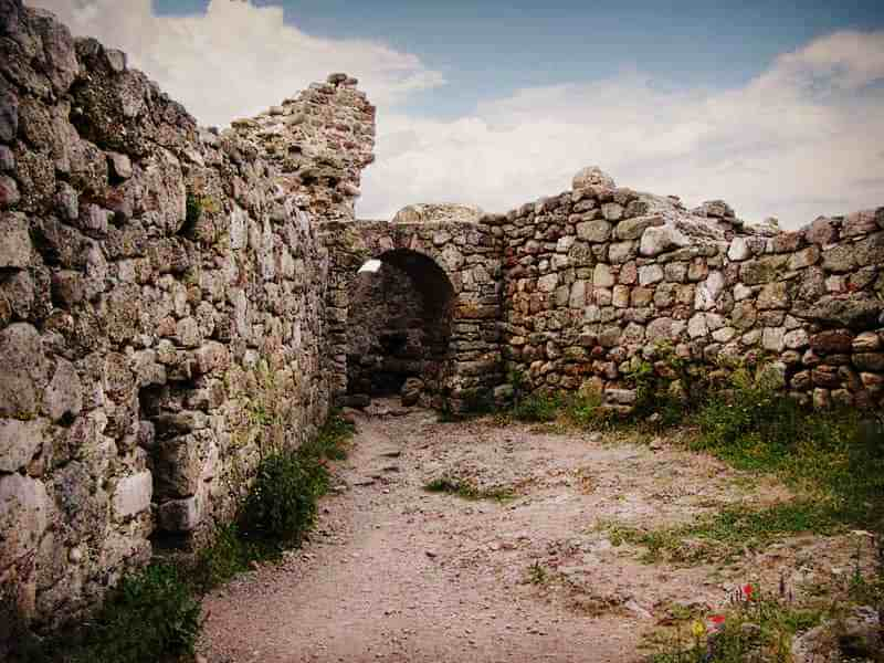 Остатки Генуэзской крепости Фуна
