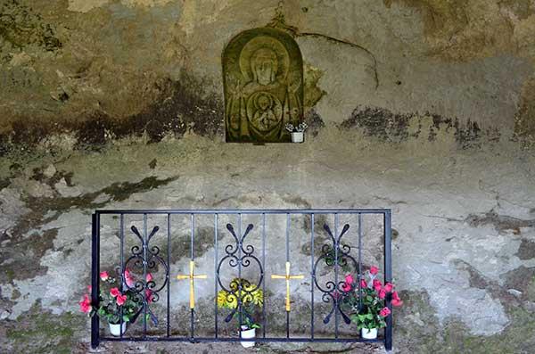 Икона в стене