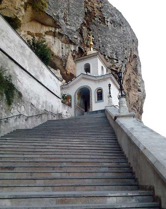 лестница в монастырь