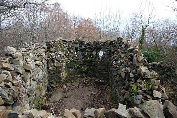 Остатки древних сооружений