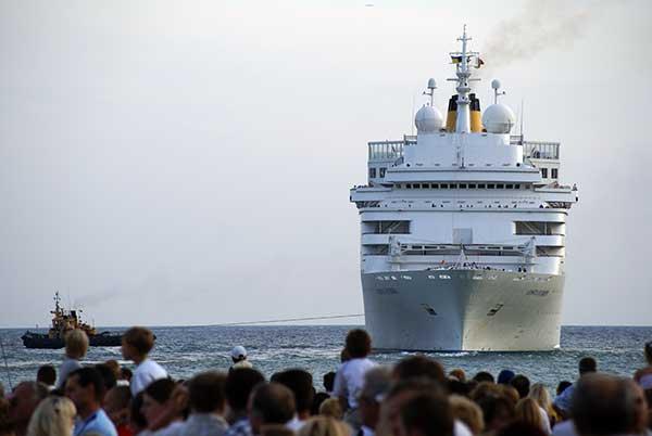 Швартовка лайнера в порт Ялты