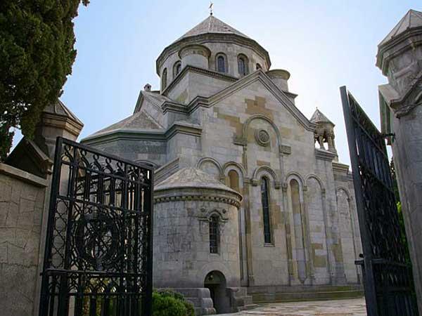 Церковь Святой Рипсиме в Ялта фото
