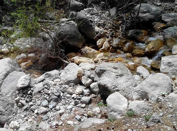 Небольшая горная речка