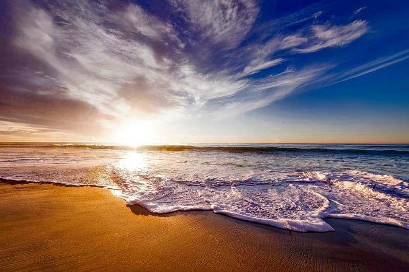 Отдых на морском берегу в Крыму