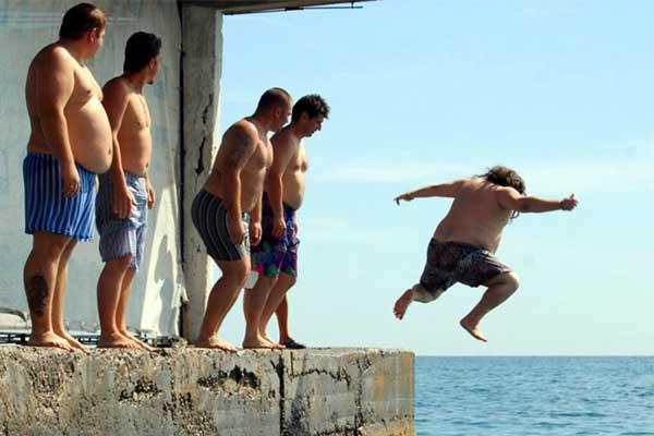 Массандровском пляже прыжки в семейных трусах