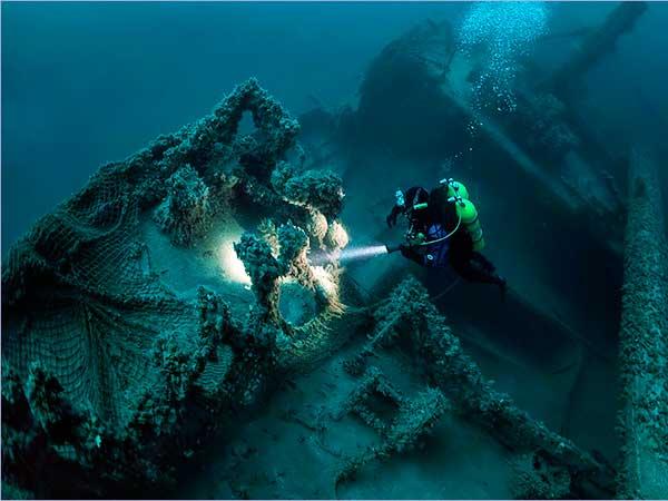 Погружение к затонувшим кораблям фото