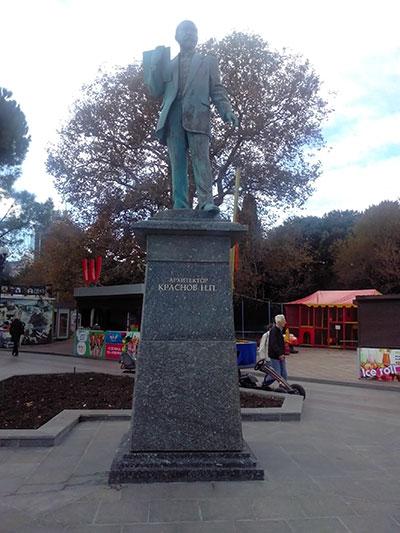 Памятник Краснову в Ялте