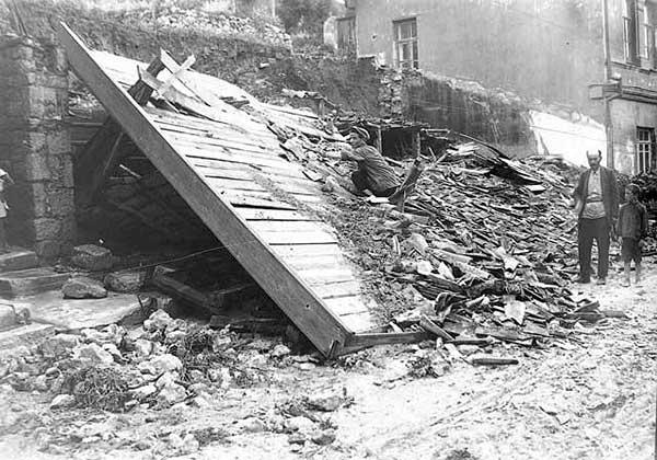 Руины после землетрясения