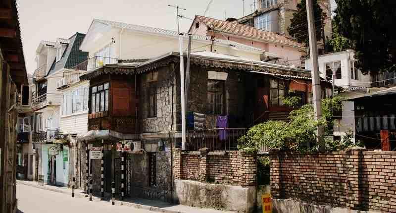 Старые постройки по улице Дражинского в Ялте