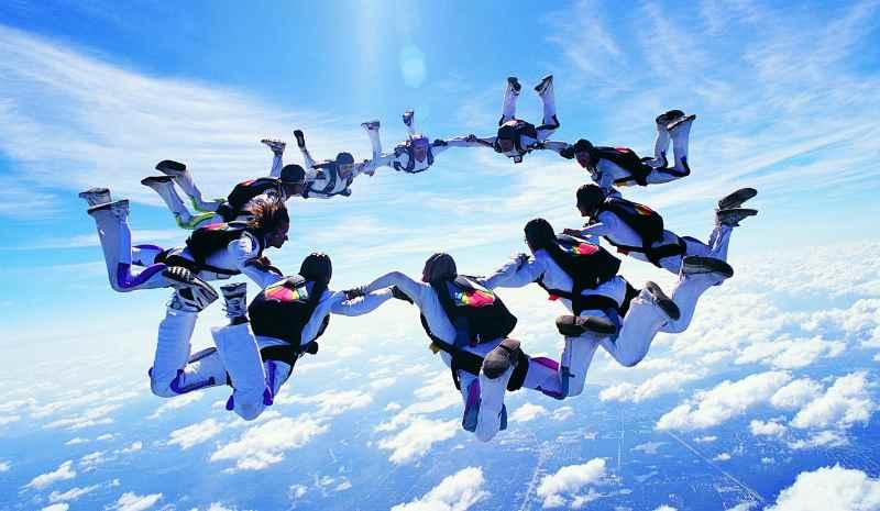 Прыжки с парашютом групповая акробатика