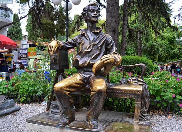 Памятник Александру Ханжонкову