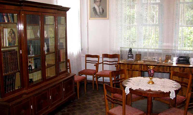 Рабочий кабинет писателя Н.З.Бирюкова