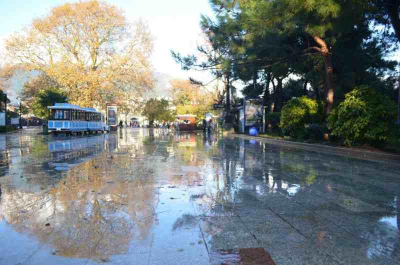 Набережная Ялты после дождя