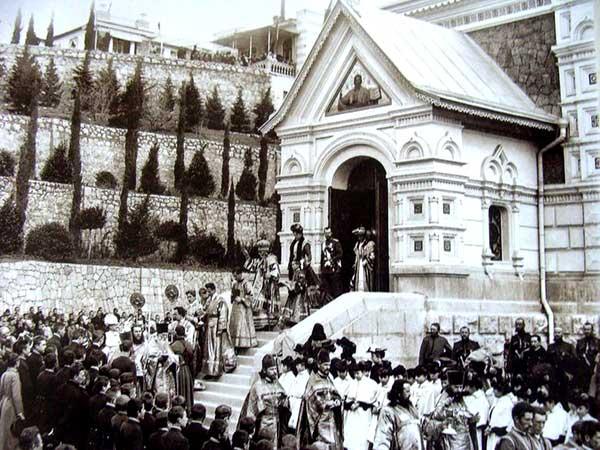Царская семья в соборе Александра Невского (Ялта)