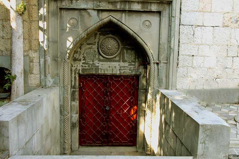Армянская церковь Святой Рипсиме -служебный вход