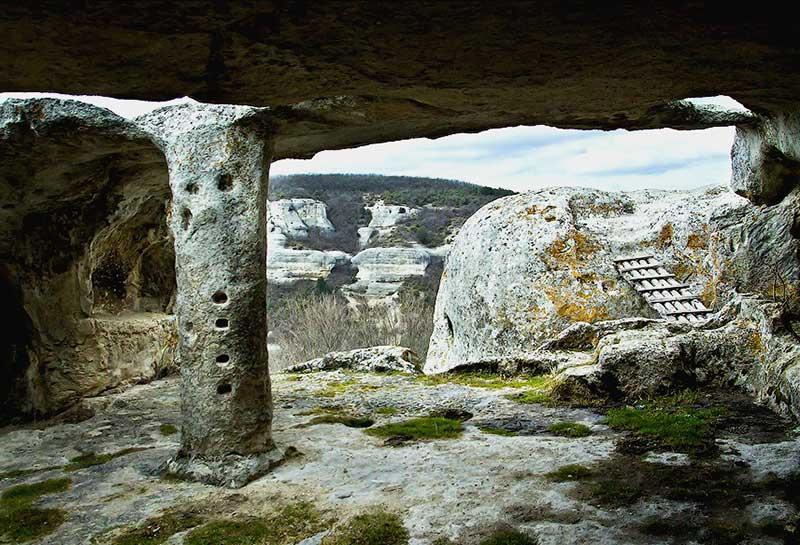 Эски-Кермен - гроты и гробницы