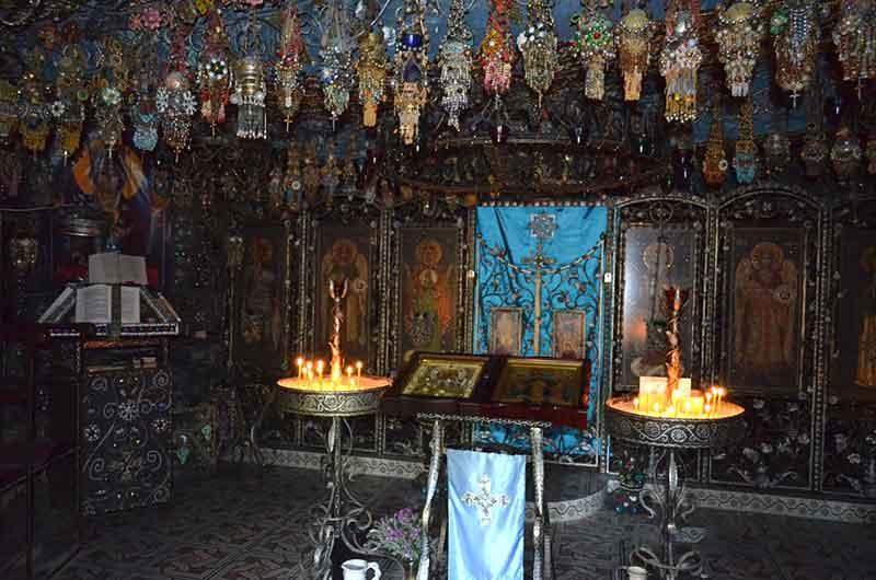Пещерный бисерный храм Святой Анастасии Узорешительницы