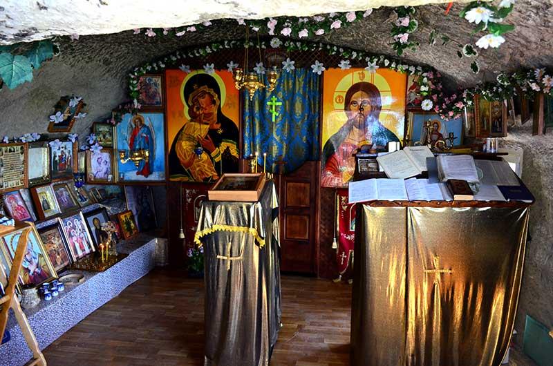 Свято-Благовещенский пещерный мужской монастырь