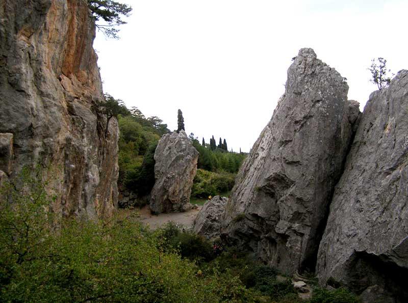 Аянские скалы в Никите