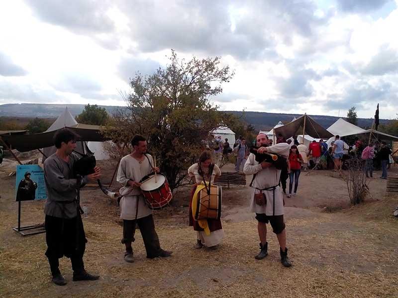 Средневековые музыканты