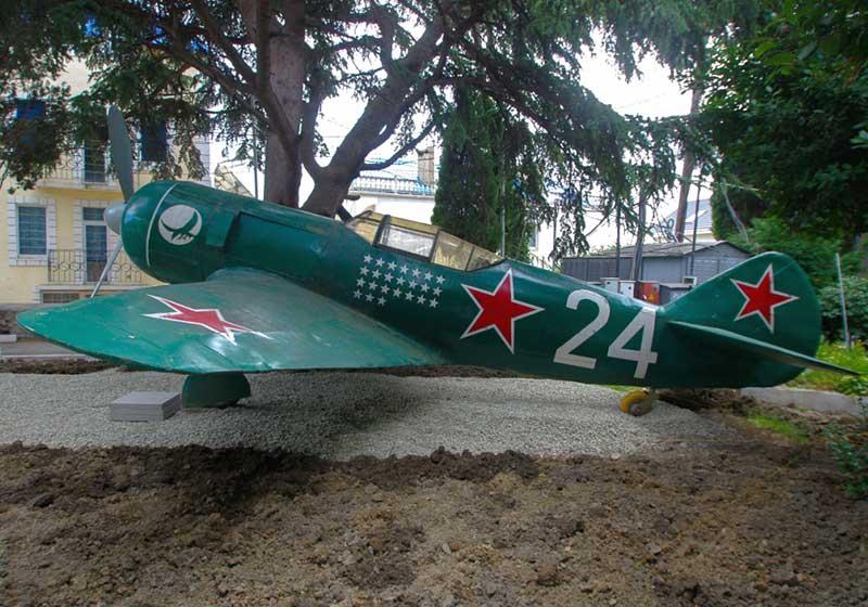 Макет Ла-5 на открытой площадке музея Амет-Хана-Султана