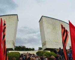 Шествие к мемориалу