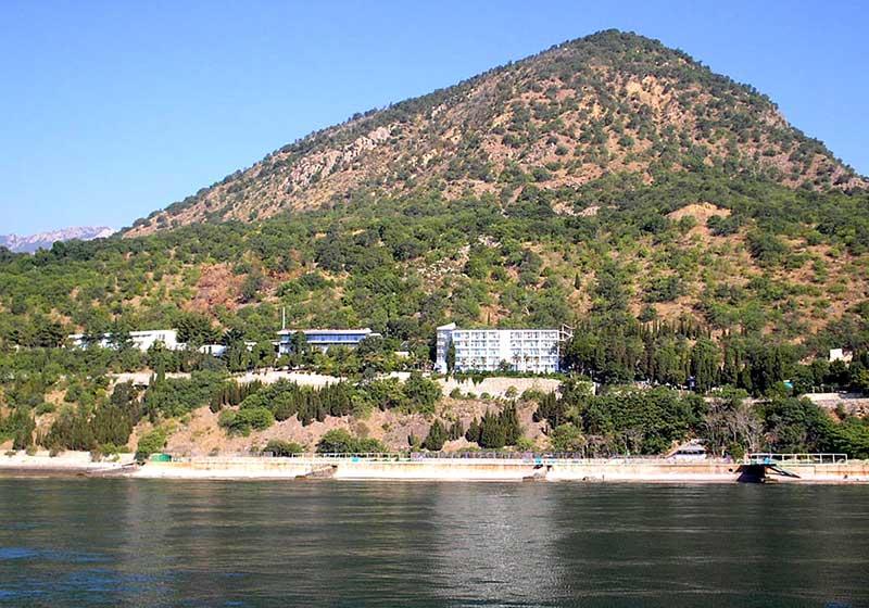 Гора Кастель - вид с моря