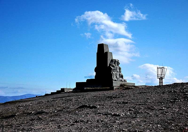 Памятник погибшим партизанам - скала Шишко