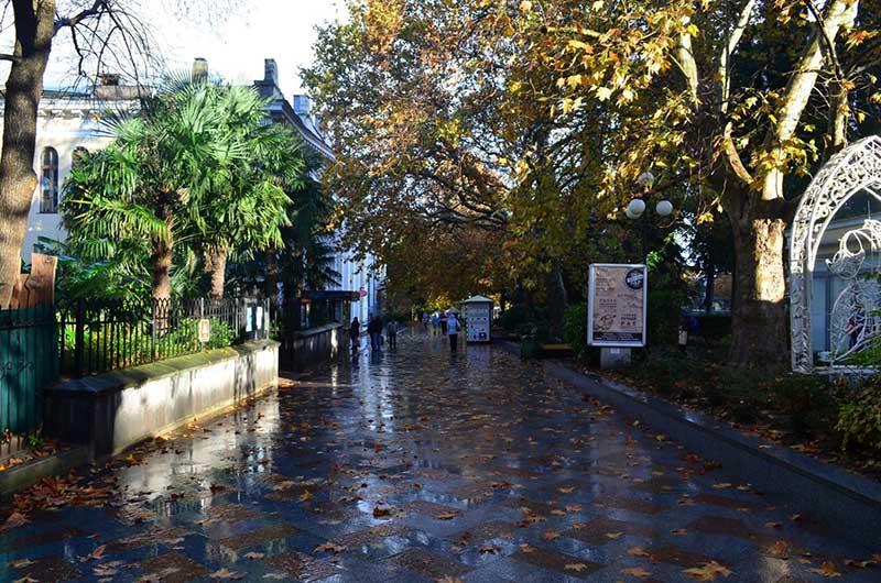 Улица Пушкинская осенью