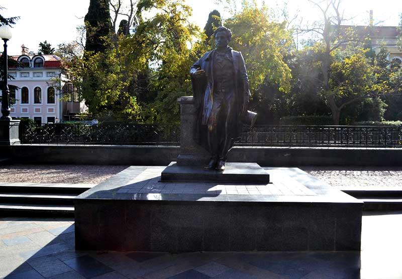 Памятник А.С.Пушкину в Ялте