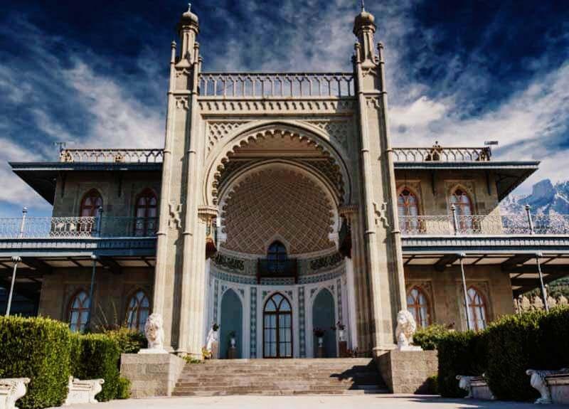 Воронцовский дворец в Алупке фото