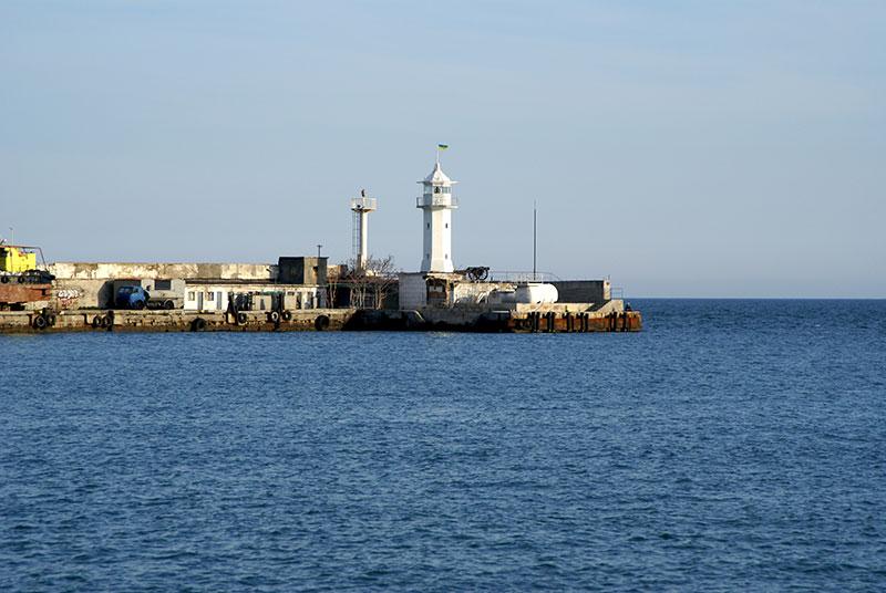 Ялтинский маяк - акватория порта