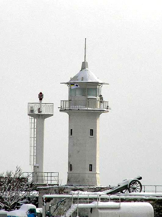 Ялтинский маяк зимой