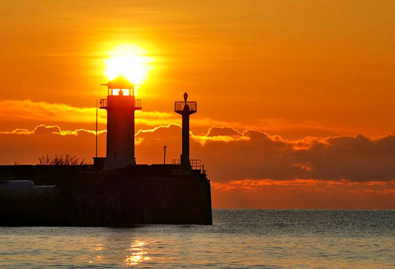 Ночной вид ялтинского маяка